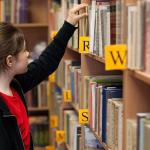 本屋、図書館、レンタルビデオ店は陳列方法を見直してくれ